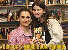 Kosteniuk signing session at Barnes and Noble