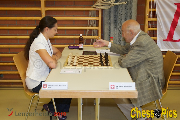 20100710_7Kosteniuk-Korchnoi