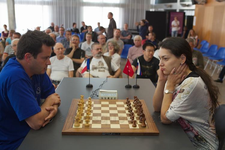 Alexandra Kosteniuk plays Etienne Bacrot